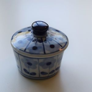Blue and white small porcelain box